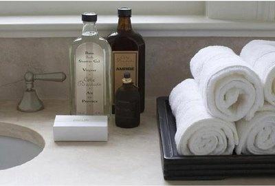 travertine bathroom//