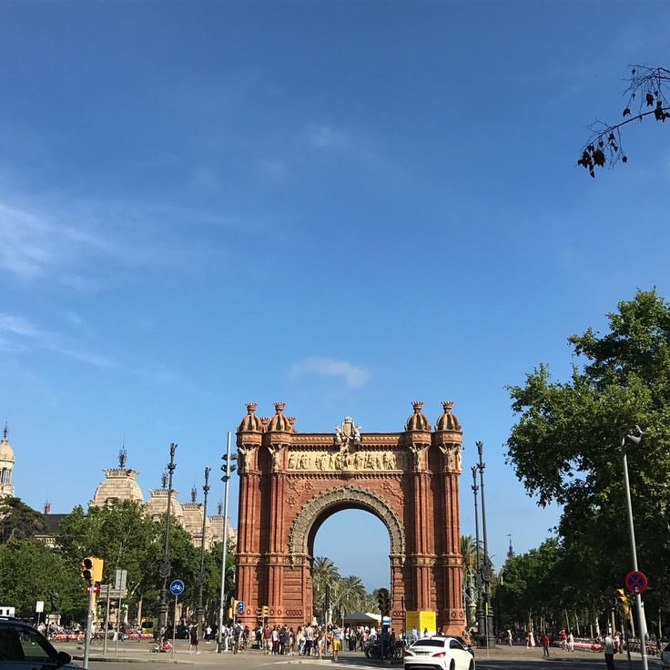 "Arco de Triunfo, Barcelona. España. Desireé (@depeco) en Instagram: ""#365project #148 Arco de Triunfo #cat_arq #catalunya_arquitectura #catalunya #igerscatalunya…"""
