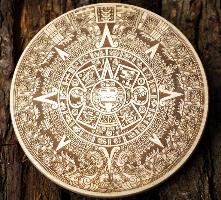 Piedra del Sol, Kamień Słońca - drewno bukowe, śr. 20 cm, 2 cm gr. Ten jest jeszcze surowy, tylko wyszlifowany... teraz czas na wykończenie - oczywiście naturalne - olej z orzechów włoskich. #PracowniaKonkretu #aztec #wood #PiedraDelSol #laser