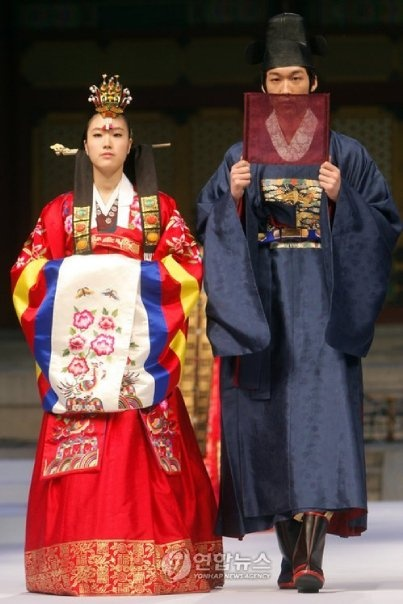Traditional Korean Wedding Attire (Colors) Brides from around the World ~ @WedFunApps wedfunapps.com ♥'s