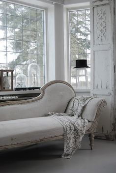♕ and since I'm dreaming, I'd love to have this chaise longue for the art studio ♥♥♥