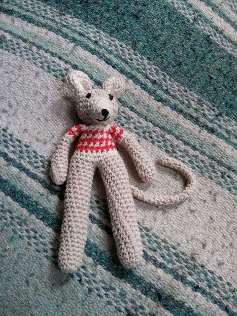 Muñequito de apego, tecnica crochet, hilo de algodon, relleno de algodon soiiconado