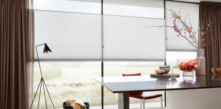 Lichte Duette® Shades op de werkplek gecombineerd met gordijn Corsica #duetteshades #Toppoint
