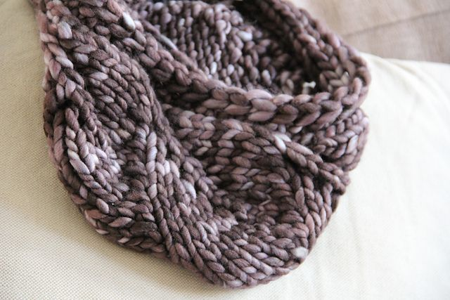Vite Cowl Knitting Pattern : Vite Cowl by Kristi Johnson. in malabrigo Rasta, Plomo colorway. Free patte...