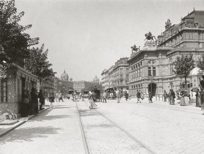Opernring Richtung Bellaria. Rechts im Bild die Wiener Staatsoper. Wien. Photographie um 1880.