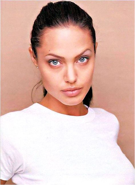 Angelina Jolie. {& I want 2 look like her & Mila Kunis & Gia Carangi}