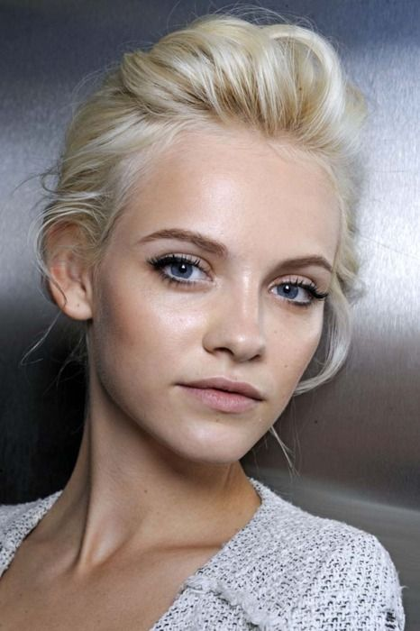 Love the effortless, easygoing hair and fresh make up.