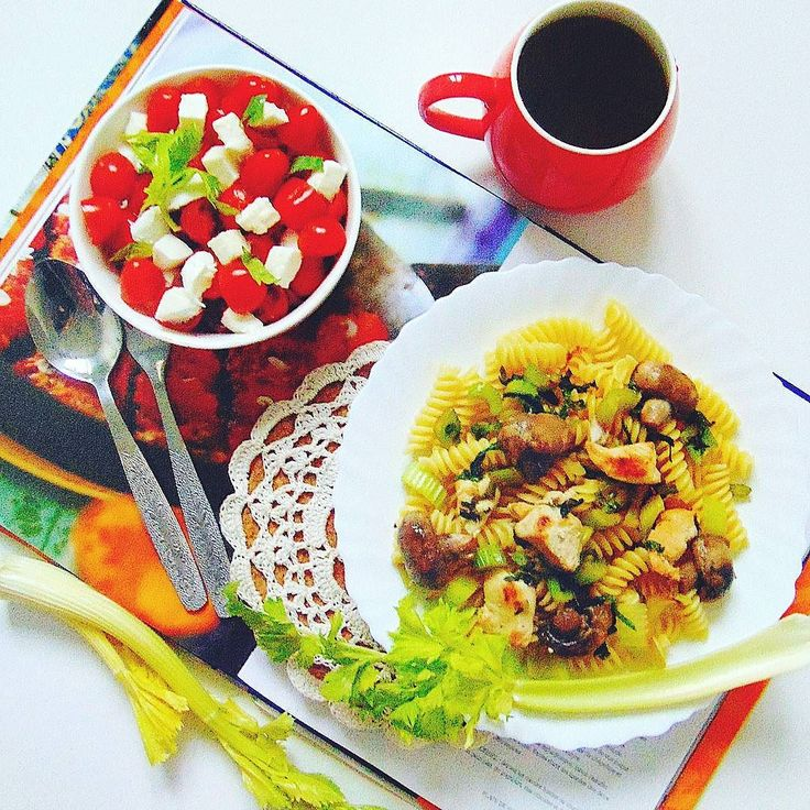 Na obiad makaron. #healthy #healthyfood  #fitness #fit #foodporn #followall  #food  #instafollow #instafood #salad  #tomato  #l4l  #followforfollow  #thb  #throwbackthursday #yummy