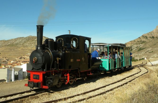 Ferrocarril Turistico de Utrillas, locomotora Hulla, autor desconocido http://www.spanishrailway.com/wp-content/uploads/Ferrocarril-Turistico-de-Utrillas-locomotora-Hulla-autor-desconocido1-668x437.png