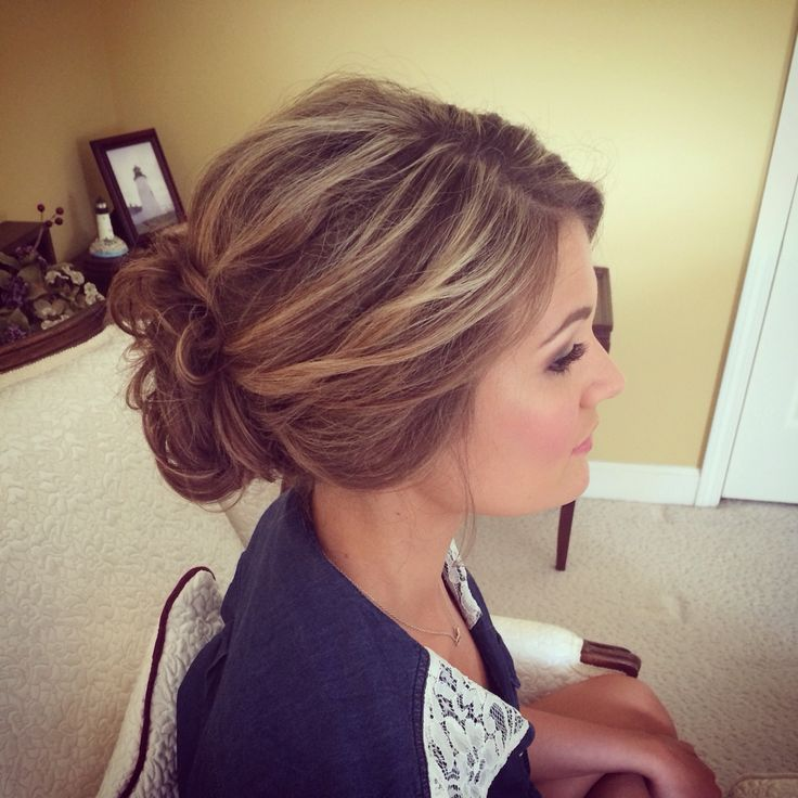 perfect updo for any occasion loose swept back bun. Black Bedroom Furniture Sets. Home Design Ideas