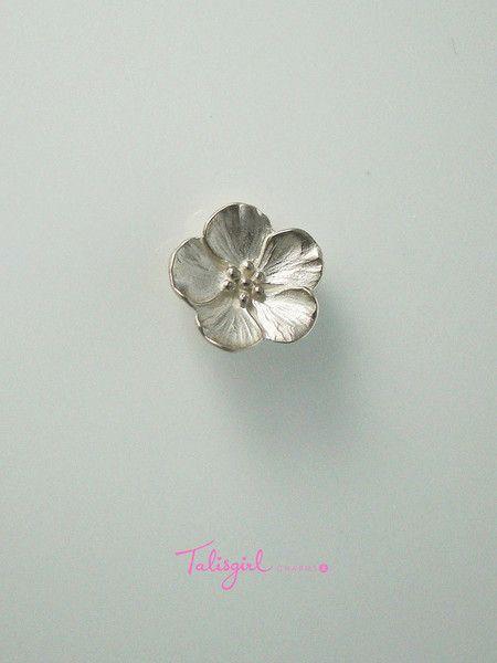 Blossom charm (large) – Talisgirl Charms