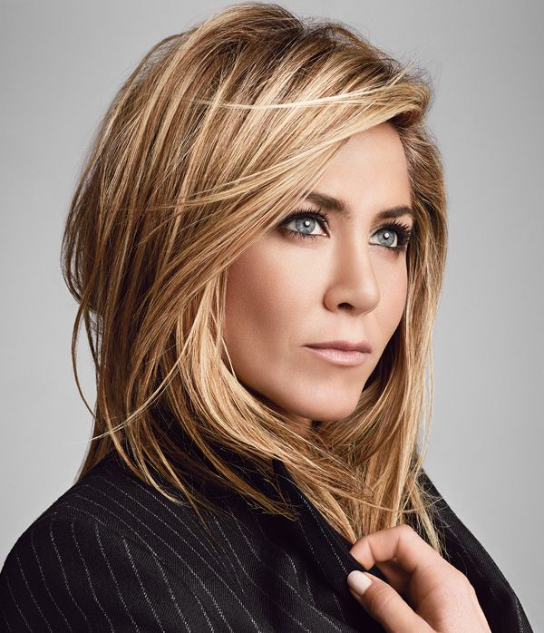 Living Proof co-owner Jennifer Aniston's bombshell texture is as easy as 1-2-3 with Instant Texture Mist. #livingproof #jenniferaniston #chrismcmillan