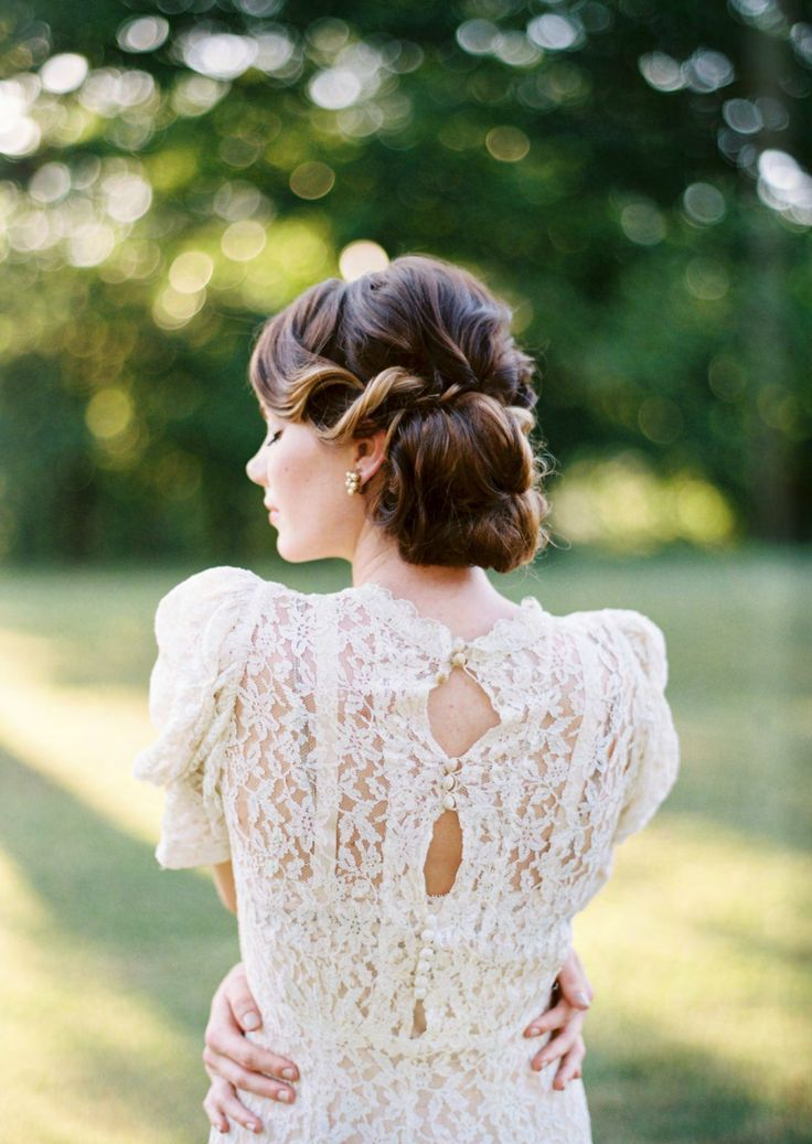 bridal hairstyle and pretty back lace wedding dress