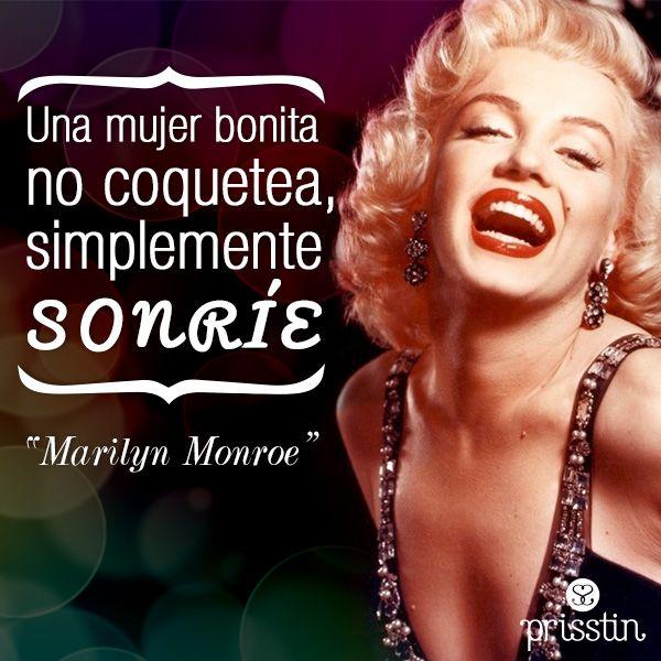 """Una mujer bonita no coquetea, simplemente sonríe. """"Marilyn Monroe"""" #MarilynMonroe  #frases #quotes #mujer"""