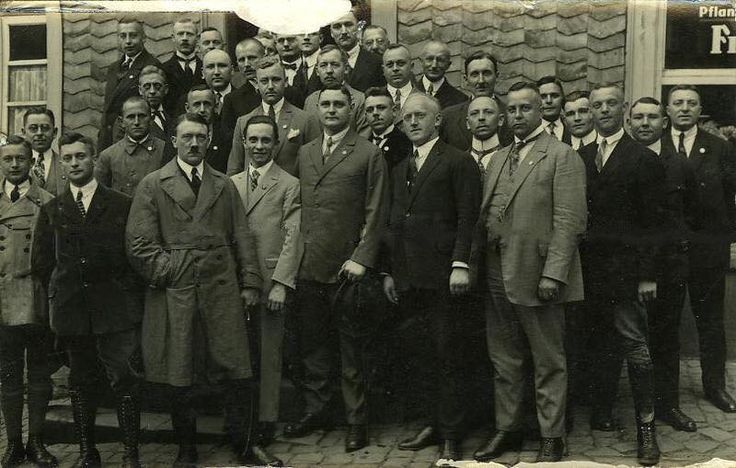 Hitler and Dr Joseph Goebbels, 26.11.1926 in Hattingen. Future Hamburg Gauleiter Karl Kaufmann on #Hitler's right, and future SA Chief Viktor Lutze behind #Goebbels. Wilhelm Schepmann, who would succeed #Lutze as SA Chief is second on the left from Lutze, second row. This is a relatively common photo, but this version is unusually clear.