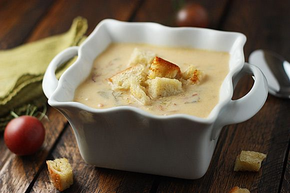BLT Soup - BLT in soup form?  Yes!  It totally works, and it's one of my favorites! From SoupAddict.com #soup #autumn