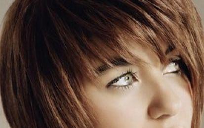 Tagli di capelli corti adatti a tutte: via libera al caschetto sfilato! - Un taglio corto adatto davvero a tutti i tipi di viso e di capello è il classico caschetto sfilato. Si tratta di un taglio che può essere accompagnato da una frangia corta o lunga.