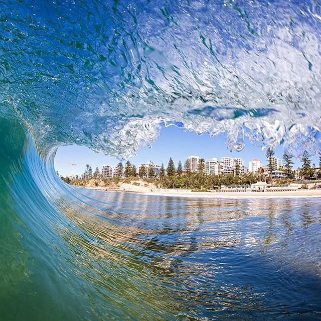 This awesome photo of North Wollongong Beach perfectly framed by the surf was captured by @WarrenKeelan (via IG)