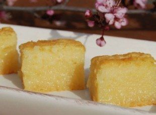BUTTER MOCHI -   Sweet Chewy Dessert  I was surprised to find that this is NOT of Japan origin.  It is a local Hawaii sweet made with mochiko.    I was surprised to hear that mochiko originated in U.S. and not readily found in Japan - who knew ! ! !  Heard it on NHK Japan