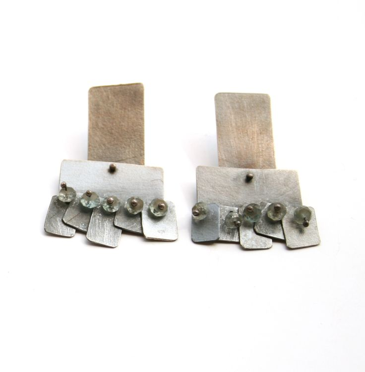 Oxidized sterling silver square earrings, with stone beads. Gallery Lulo.