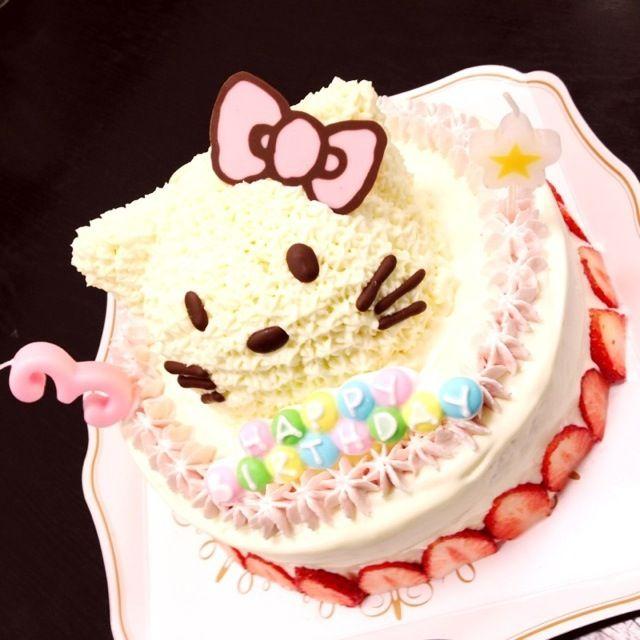 下段はチョコレートケーキ、キティのフィリングはチョコバナナプリン。知り合いの娘3歳のバースデーケーキに作りました。 - 9件のもぐもぐ - キティちゃんの3Dケーキ by babirymaron