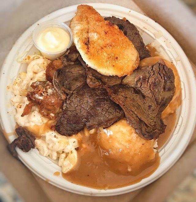 #foodgasm #foodgasmtky #hawaiianeats  #foodstagram #fooddiary #foodporn #foodphotography #gourmetgalore #eeeeeats #helenas #hawaiianfood #meat #Hawaii #localkinegrindz #shortribs #pipikaula #Honolulu  #followme #美味い #ハワイアン #太る #カルビ #肉 #外食 #ハワイ #オアフ #ハワイアン料理 #🍖
