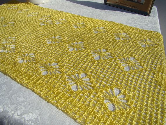 109 best crochet table runner images on Pinterest | Crochet ...