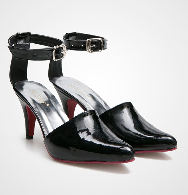 Victoria Heels by slight. Black heels with pointed toe and strap with red sole, look sexy and elegant, this victori heels will bring your outfit to the new whole level. Pair it with mini frill dress and clutch bag for elegant look. http://zocko.it/LDcAh