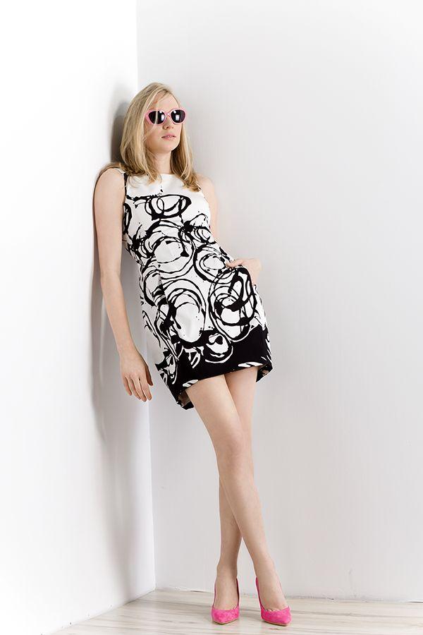 """Sukienka bombka z artystycznym printem. """"Bouble"""" dress with artistic print. http://www.bee.com.pl/e-sklep/"""