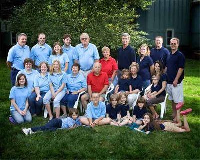 Large Family Portrait Clothing Ideas   Large family photo