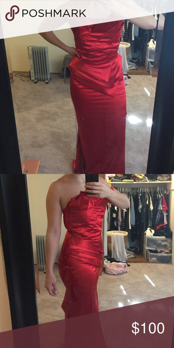 Bodycon Prom Dress Actual size is XL but fits like a Medium. Has a clasp in the back to gather fabric. Dresses Prom