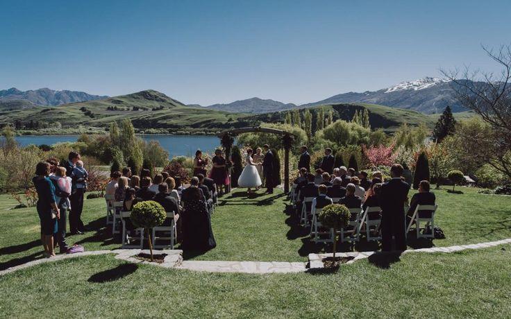 Queenstown Celebrant - Queenstown wedding at Stoneridge Estate by Lake Hayes