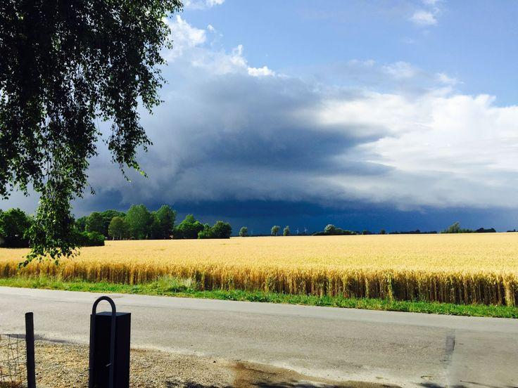 Gustfront. Tordenvejr nærmer sig Nakskov  den 25/7 2015