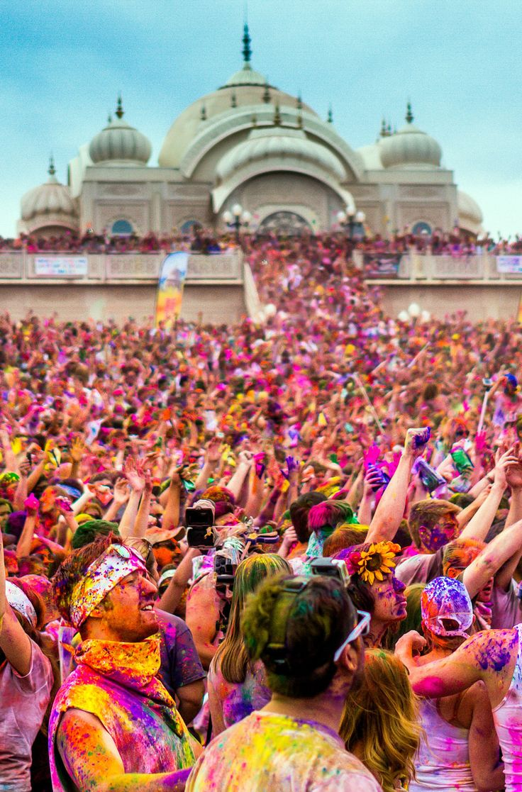 Holi festival, India. Click pin through to post for info on how to find the best…