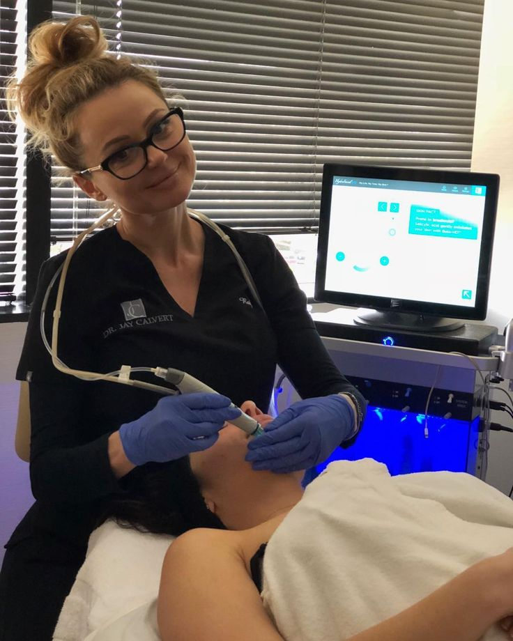 Hydrafacial MD is one of best most complex facials available nowadays! It addresses physical and chemical exfoliation infusion of peptides growth factors and brightening serums. LED therapy can be added for additional benefits. Great for all skin types!  #hydrafacialmd #peptides #growhthfactors #acne #antiaging  #colageninduction #serums #exfoliation #brightskin #clearskin  #medispa #beverlyhills #losangeles  @roxspabh @drjaycalvert