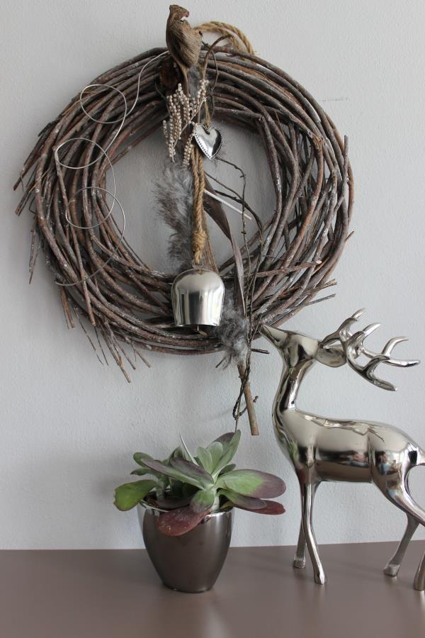 Dekokranz für Innen oder als Türkranz! Kranz natürlich dekoriert,mit Kunstfell, Herz und einer Kuhglocke! Durchmesser ca. 45 cm – Preis 39,90€