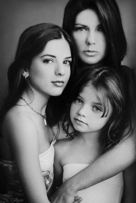mother/daughters - Sue Bryce