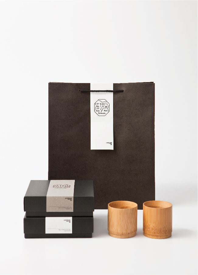 Home Made Mooncake Packaging Moon festival is one of the major celebration among Chinese community.  A set of chinese typography and symbol was created to illustrate the poetic picture of the fall season. Paper we chose has played an important role in this packing design as well.