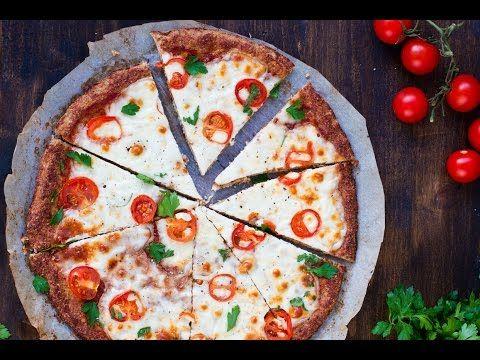 Fitness pizza z květákového těsta + videorecept | Čarujeme