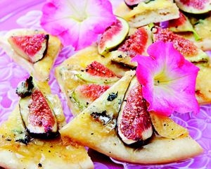 Holiday appetizer: Fig and gorgonzola flatbread recipe   Holiday ...