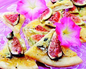 Holiday appetizer: Fig and gorgonzola flatbread recipe