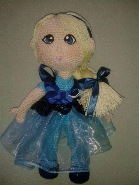 Elza podle návodu http://annie-88.deviantart.com/art/Elsa-crochet-toddler-doll-Now-with-pattern-504927375