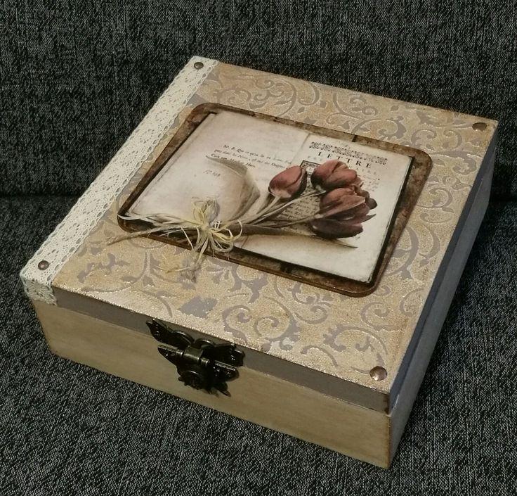 Tulipános rátét, lepkés csat / decoupage, wooden box, tulip, antique style
