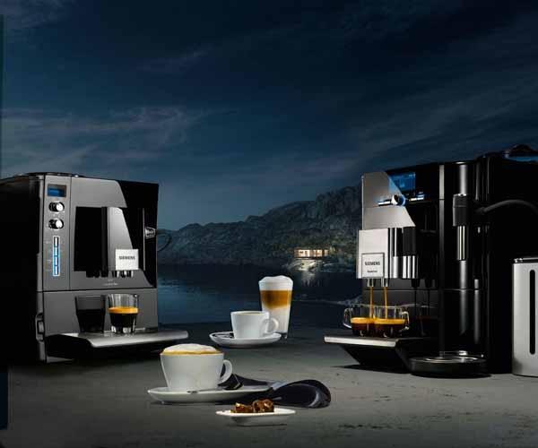 Zwarte koffie komt natuurlijk uit... een zwarte koffieautomaat. Foto: Siemens