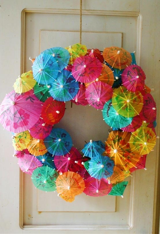 Hawaiian Luau Party IdeasFeathers Boa, Cute Ideas, Summer Parties, Summer Wreaths, Front Doors, Parties Ideas, Pools Parties, Crafts, Umbrellas Wreaths