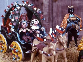 Pottery in Talagante, Chile, uses bright colors. They usually represent typical or religious occupations. This one shows a carriage in Cuasimodo, a traditional Catholic festivity.