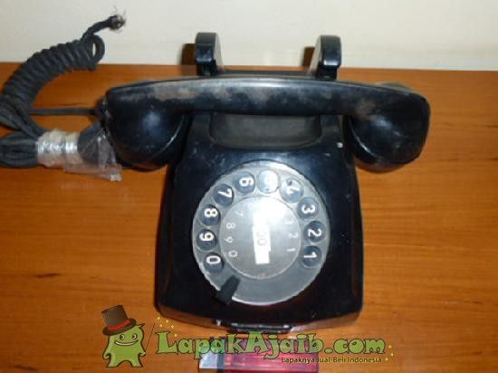 Telepon Putar Hitam Antik