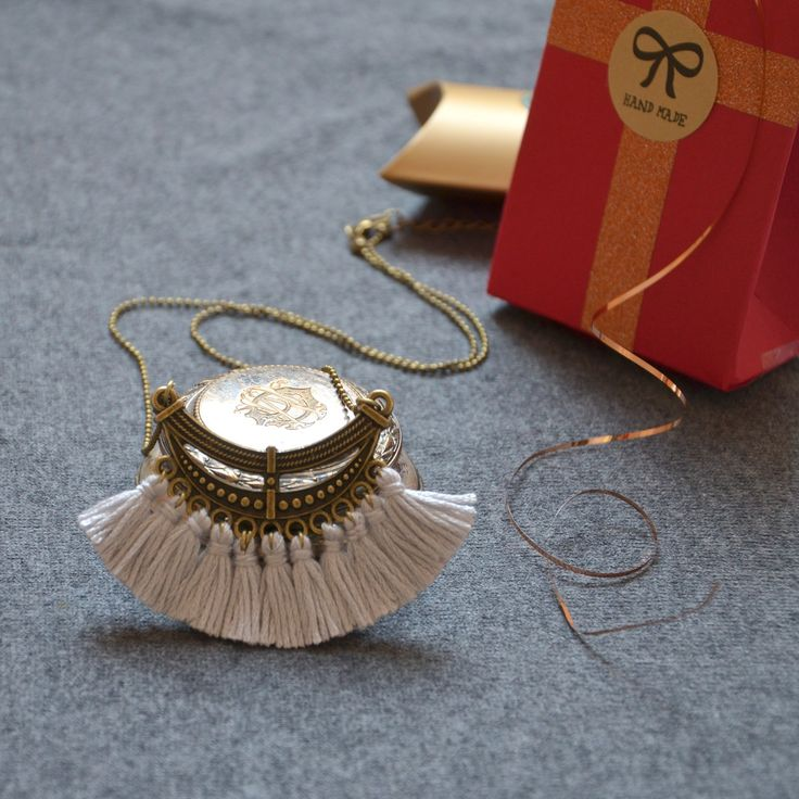 Sautoir long grigri pompons à chaîne bronze, bijou parfait pour le cadeau, cadeau d'anniversaire, sautoir bronze en pompons