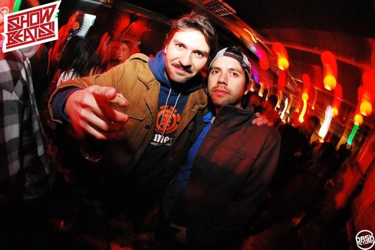 "Leo Herrmann y Mauri ""Fisek"" en Mix Master Mike. #MixMasterMikeenChile #SocialCrew #Familia #ShowBeatsCulturaUrbana"