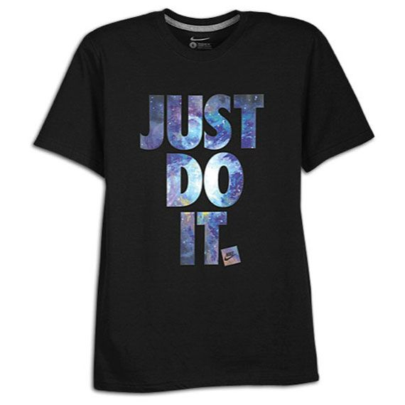 Esta es una camiseta Nike que se puede usar para la ropa de sport. Esta camiseta se puede utilizar para fines deportivos y es extremadamente cómodo. Este tipo de camisa es mi favorito porque es cómodo y se puede utilizar cuando se practican deportes.